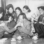 1950_Mao_Zedong_and_girl_friends